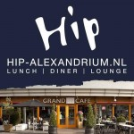 Nog een 'Weerziensborrel' op een coronaproof terras, nu bij Grand Café Hip